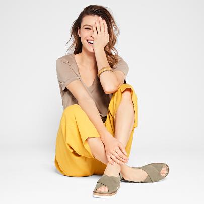 Die beliebteste LaShoe-Sandale in neuer Farbe und mit Wechselfußbett