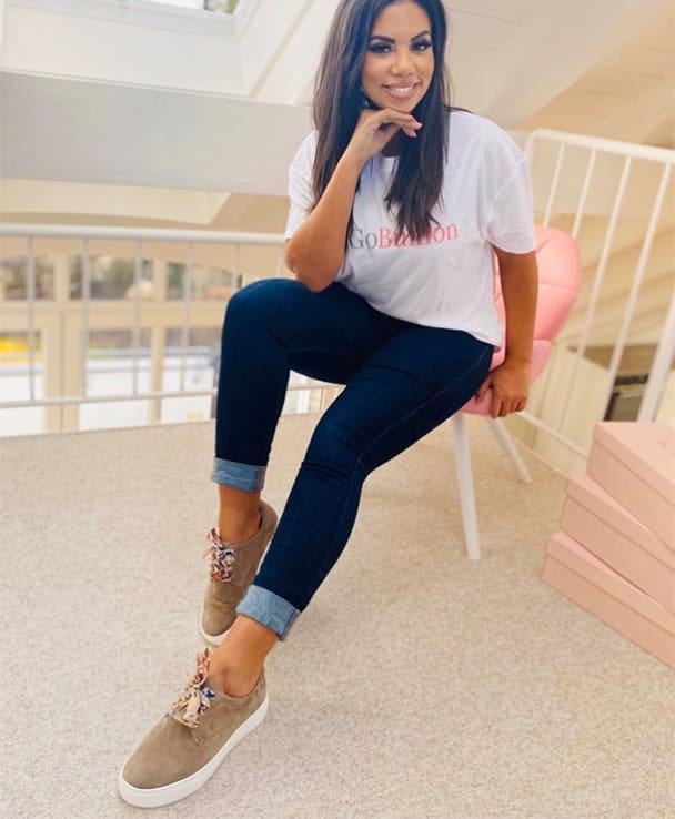 Sarita Bradley hat selber eine Tendenz zum Hallux und hat durch Mut & Innovationsgeist mit GoBunion eine Socke erfunden, die eine leichte Fehlstellung ausgleicht.