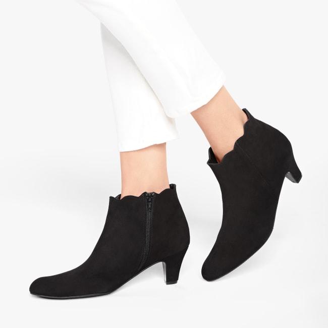 Stiefelette Wave Nubuk Schwarz – modischer und bequemer Schuh für Hallux valgus und empfindliche Füße von LaShoe.de