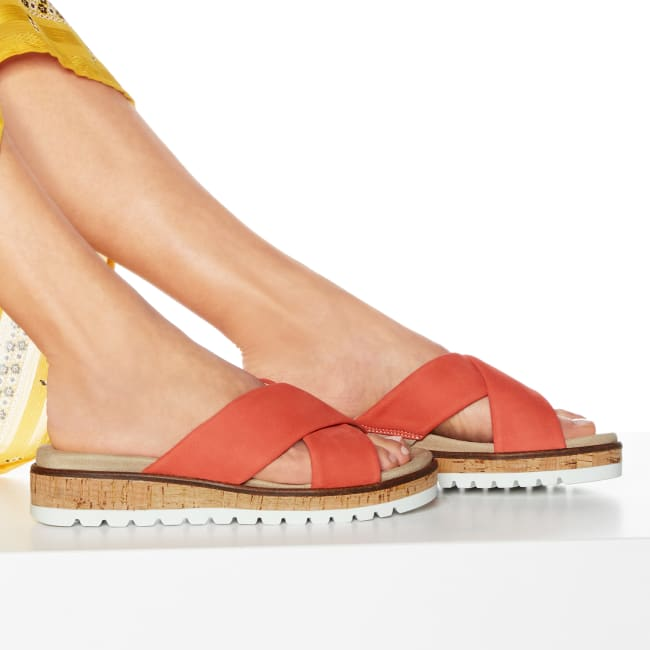 Pantolette mit Kreuzriemen Rot – modischer und bequemer Schuh für Hallux valgus und empfindliche Füße von LaShoe.de