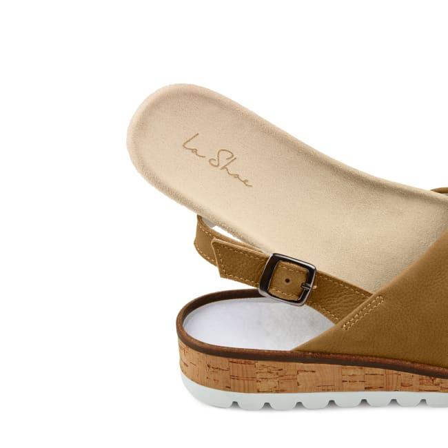 Sandale mit Kreuzriemen Cognac – modischer und bequemer Schuh für Hallux valgus und empfindliche Füße von LaShoe.de