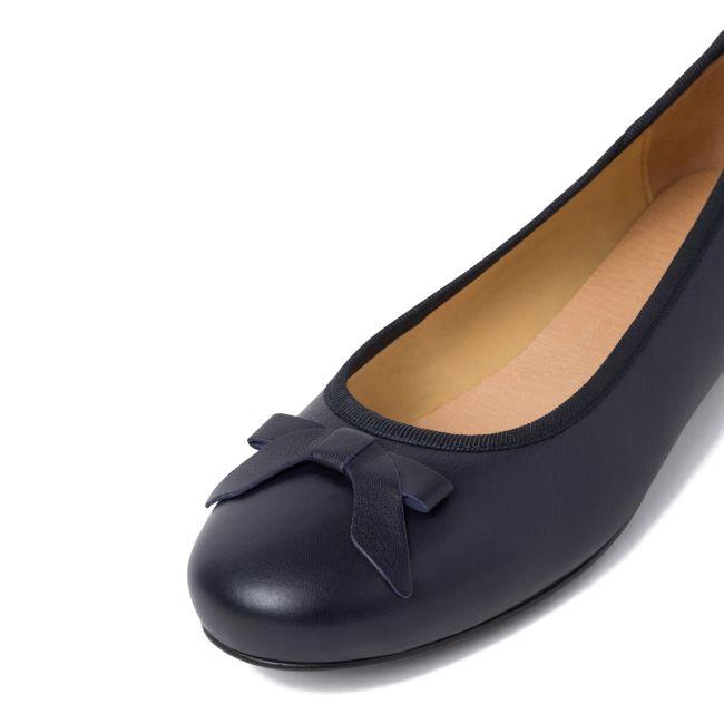 Ballerina mit Schleife Marine – modischer und bequemer Schuh für Hallux valgus und empfindliche Füße von LaShoe.de