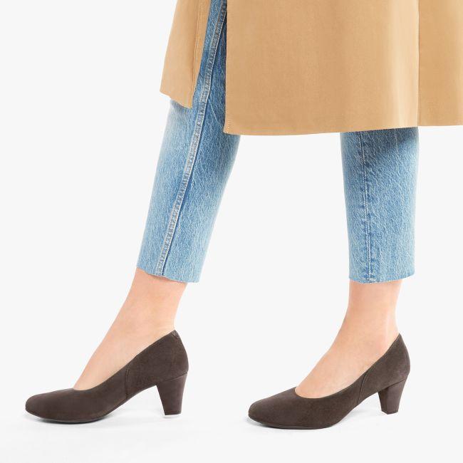 Klassischer Pumps mit Softfußbett Nubukleder Dunkelbraun – modischer und bequemer Schuh für Hallux valgus und empfindliche Füße von LaShoe.de