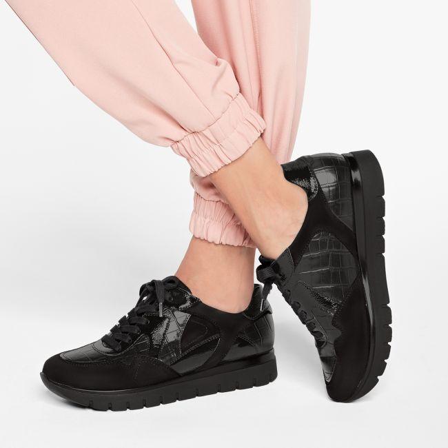 Sneaker GoWild Kroko Schwarz – modischer und bequemer Schuh für Hallux valgus und empfindliche Füße von LaShoe.de